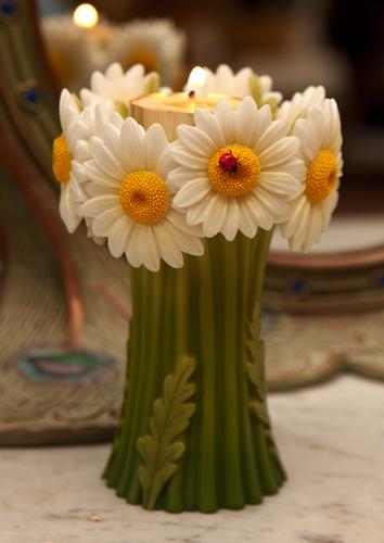 Ladbug Daisy Bouquet Tea Lite Candle