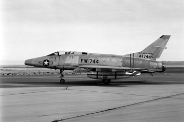F-100C 54-1744 carrying a Mark 7 Thermo-nuclear