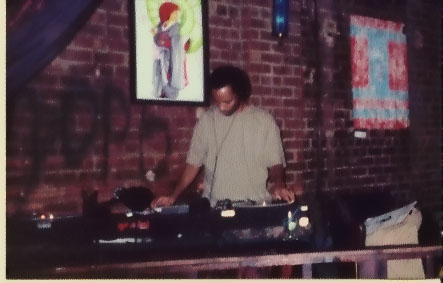 no, this is not me - it's dj fflood (my brother-in-beats, my friend, my hero), live @ liquids.