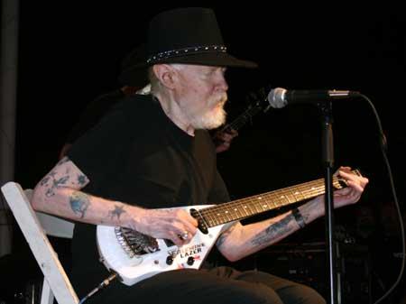 texas blues rock guitar living legend johnny winter. Black Bedroom Furniture Sets. Home Design Ideas