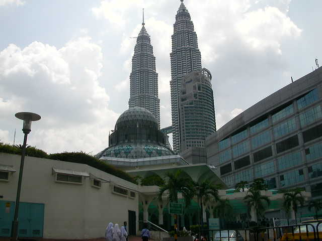 Pictures of the Petronas Towers in Kuala Lumpur Malaysia