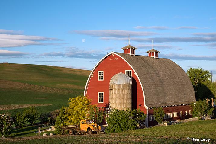 Sunrise Heidenreich Dairy barn photo