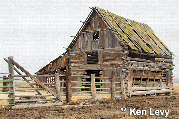 Log barn photo