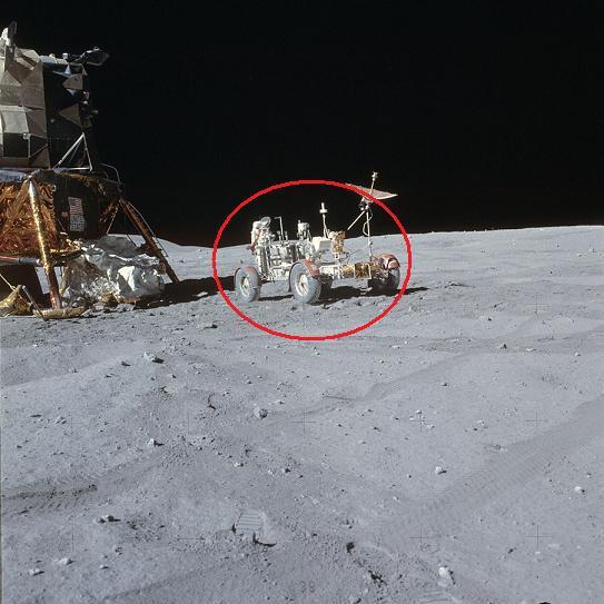 astronaut behind - photo #21