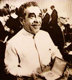 Gabriel García Márquez con el premio Nobel
