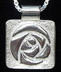 Glasgow Round Rose Necklace