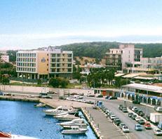 Rafina Hotels, Hotel Avra
