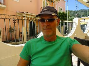 Corfu, webmaster Hans Huisman in Bella Vista Studios in Benitses