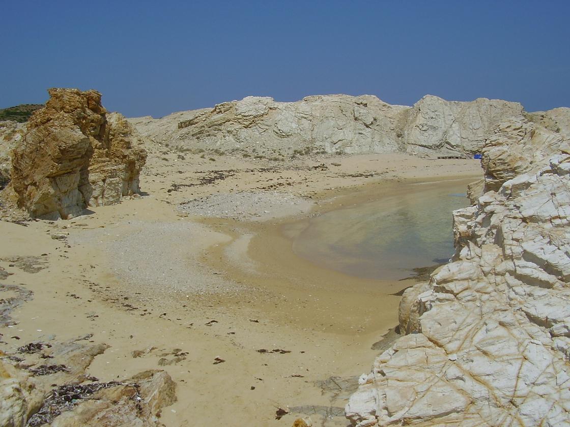 Δεσποτικό: Το άγνωστο νησί με τις ωραιότερες παραλίες ίσως και του πλανήτη  -Νερά αχανούς βάθους, σεληνιακό τοπίο και αρχαία [εικόνες]