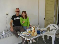 In Alyki, Ikia Studios op Paros met Anna