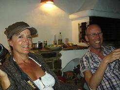 Paros, Tess en Wilbert bij de barbequeue