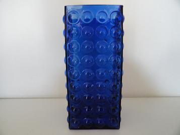 Riihimaki Kubus Noppen vaas ontworpen door Tamara Aladin