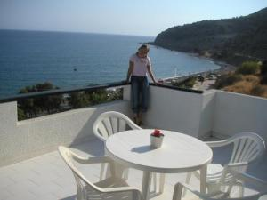 Hotels, apartments and studios in Mirtos