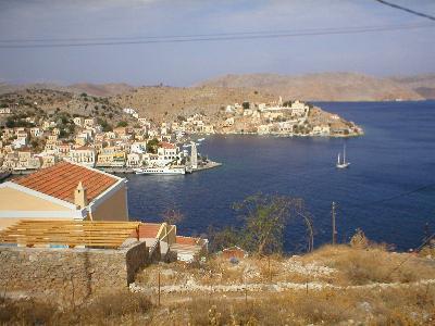 De baai van Yailos op Symi