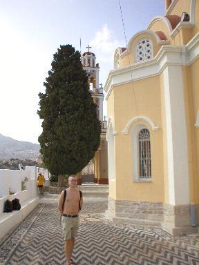 Maxim bij de kerk van Yialos