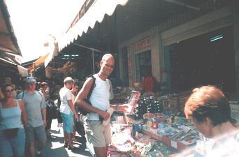 ik op de markt in Heraklion.