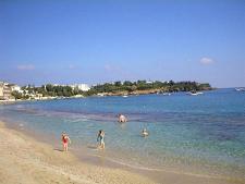 Het hoofdstrand van Agia Pelagia.