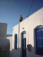 Maxim op een dak van een huis in de kastro