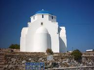 De kerk aan de zee bij Antiparos