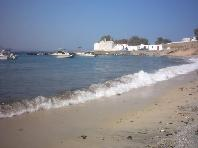 Agios Ioannis Beach met de kerk aan het einde van het strand.