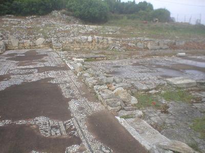 De restanten van een vroeg chrsitelijke basiliek in Almirida