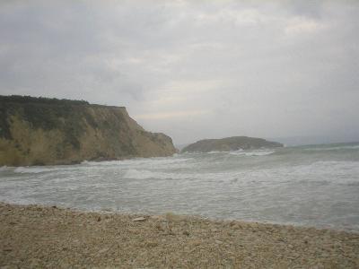 Almirida strand op een stormachtige dag