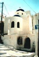 Kerk/telefooncel in Egiali