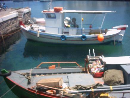 Boten in de haven van Agios Nikolaos.