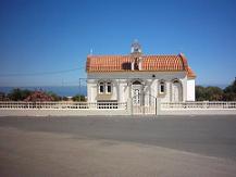 Een kerk ondergweg naar Anopolis.