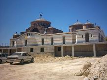 Een nieuw klooster in Anopolis.