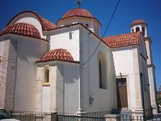De kerk op het dorpsplein in Anopolis.