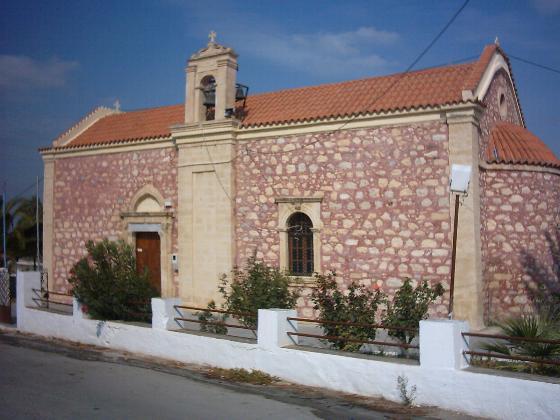 De rode kerk in Apesokari.