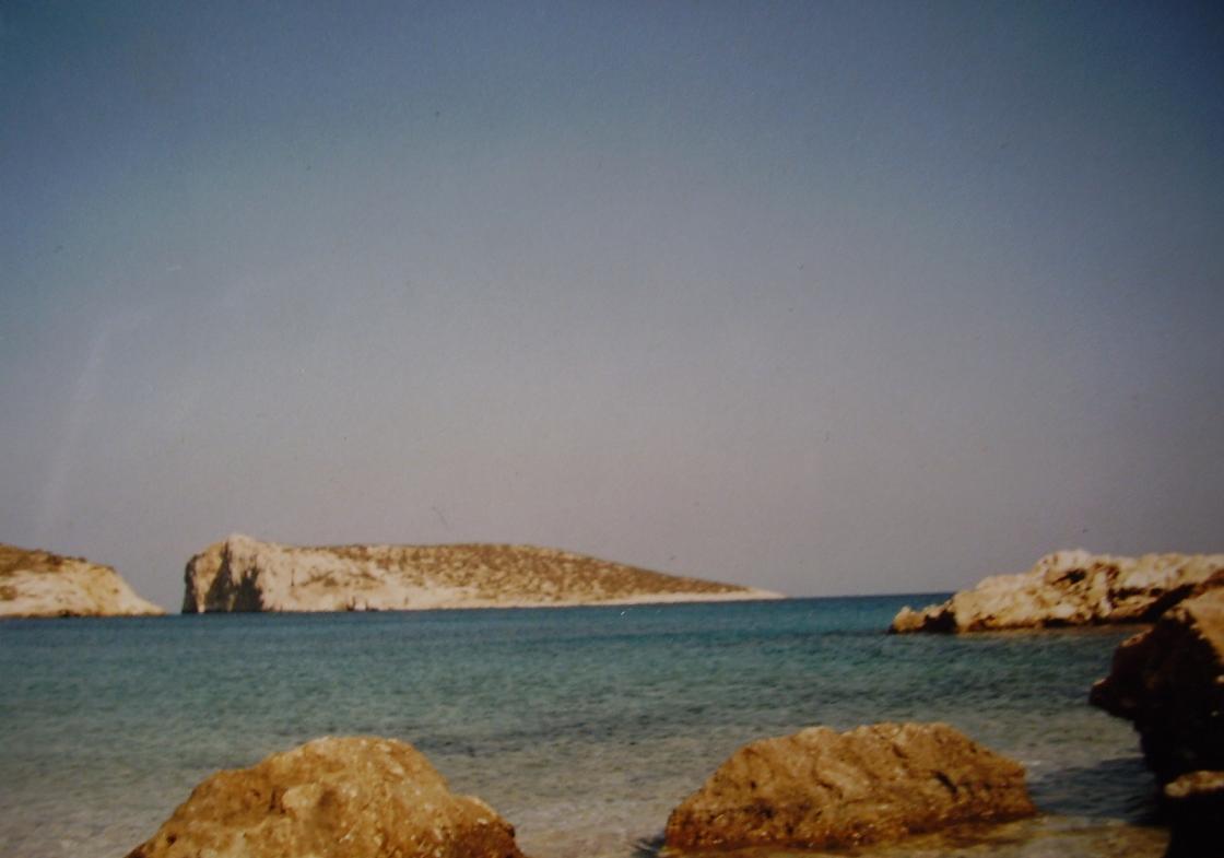 Skoulonissi eiland vanaf ons strandje