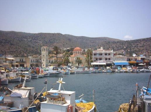 De haven van Elounda op Kreta