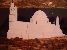 Kerk in de haven van Ios