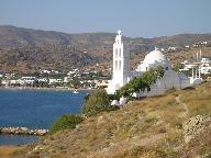 De kerk in de haven van Ios