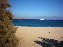 Een jacht in Kalafatis Beach