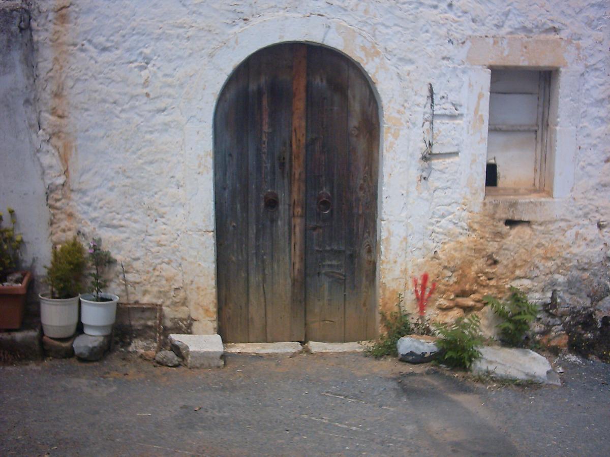 Een poort in Kasteli.