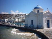 De kerk in de haven van Mykonos stad