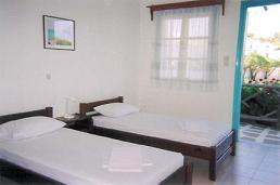 Dimitris Rooms, Iraklia