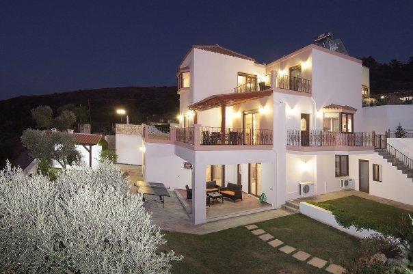 Villa amalia in megala chorafia bij chania in de for Grote villa