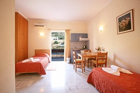 Kanakis Apartments in Petres Beach, Crete, Kreta.
