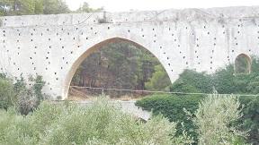 Agia Eirini Spilia bridge, aqueduct