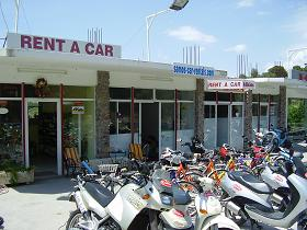 Een van de kantoren van Kiklos Autoverhuur op Samos
