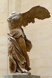 het standbeeld van de Nike in het Louvre