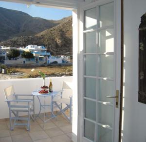 Hotel Sweet Tweet, Perissa Beach, Santorini