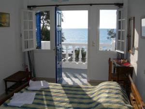 Studios Oceanis Bay , Kamari Beach, Santorini